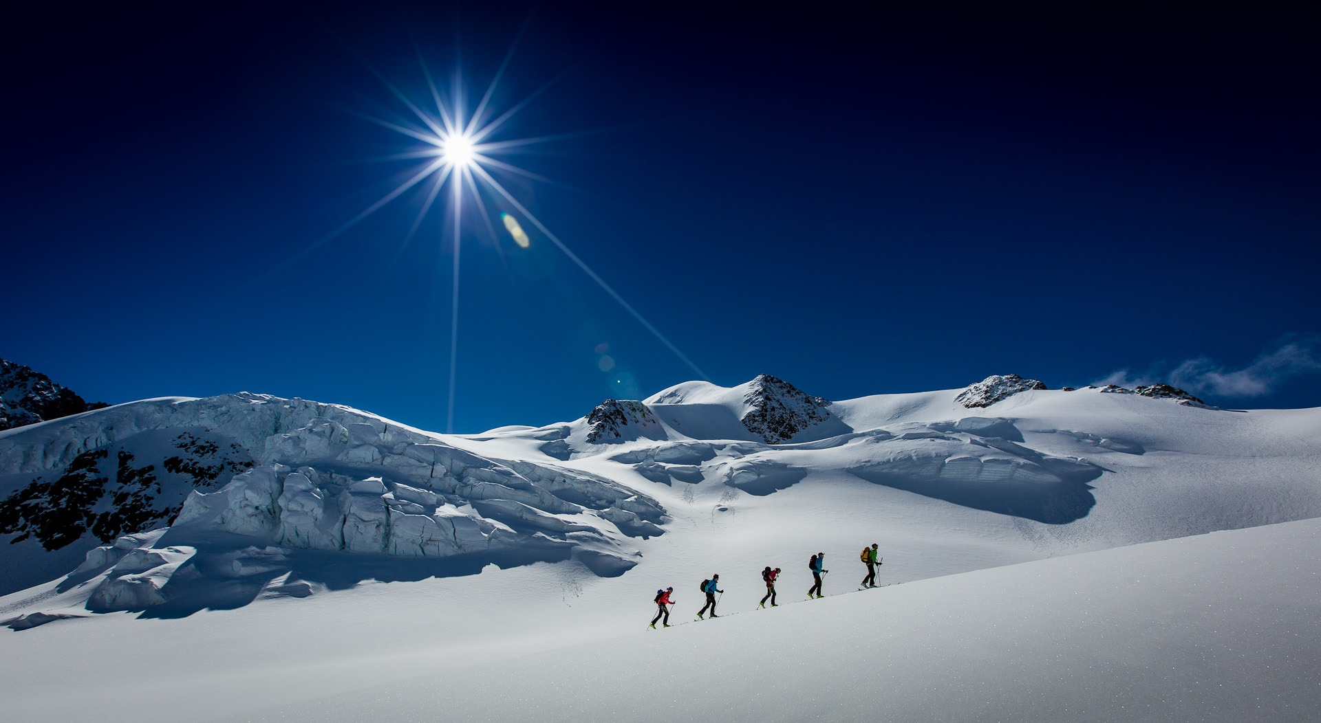Adidas Skihochtour durch den Gletscher mit Sonne